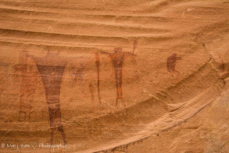 Barrier canyon style pictographs