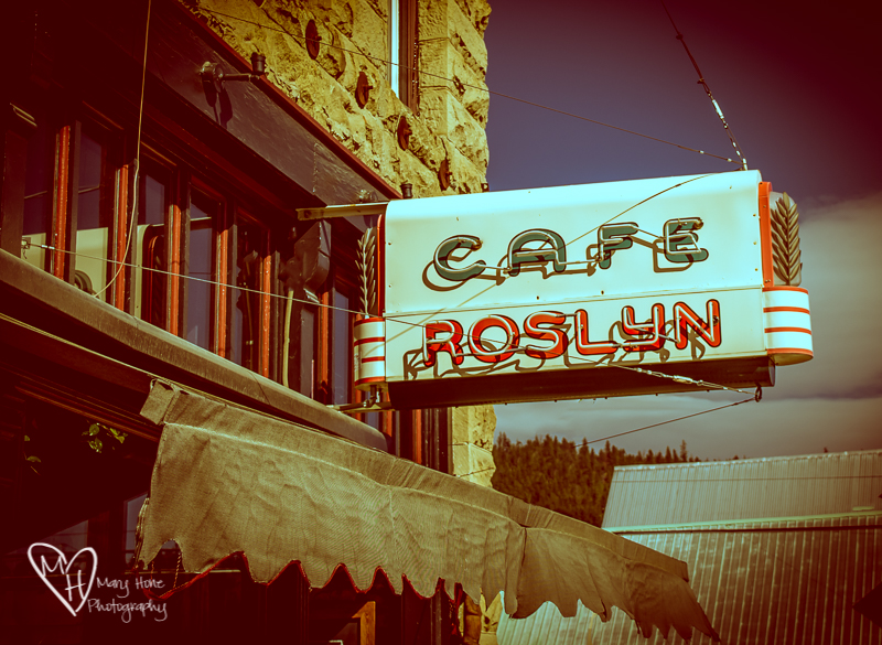 Neon sign at Roslyn cafe
